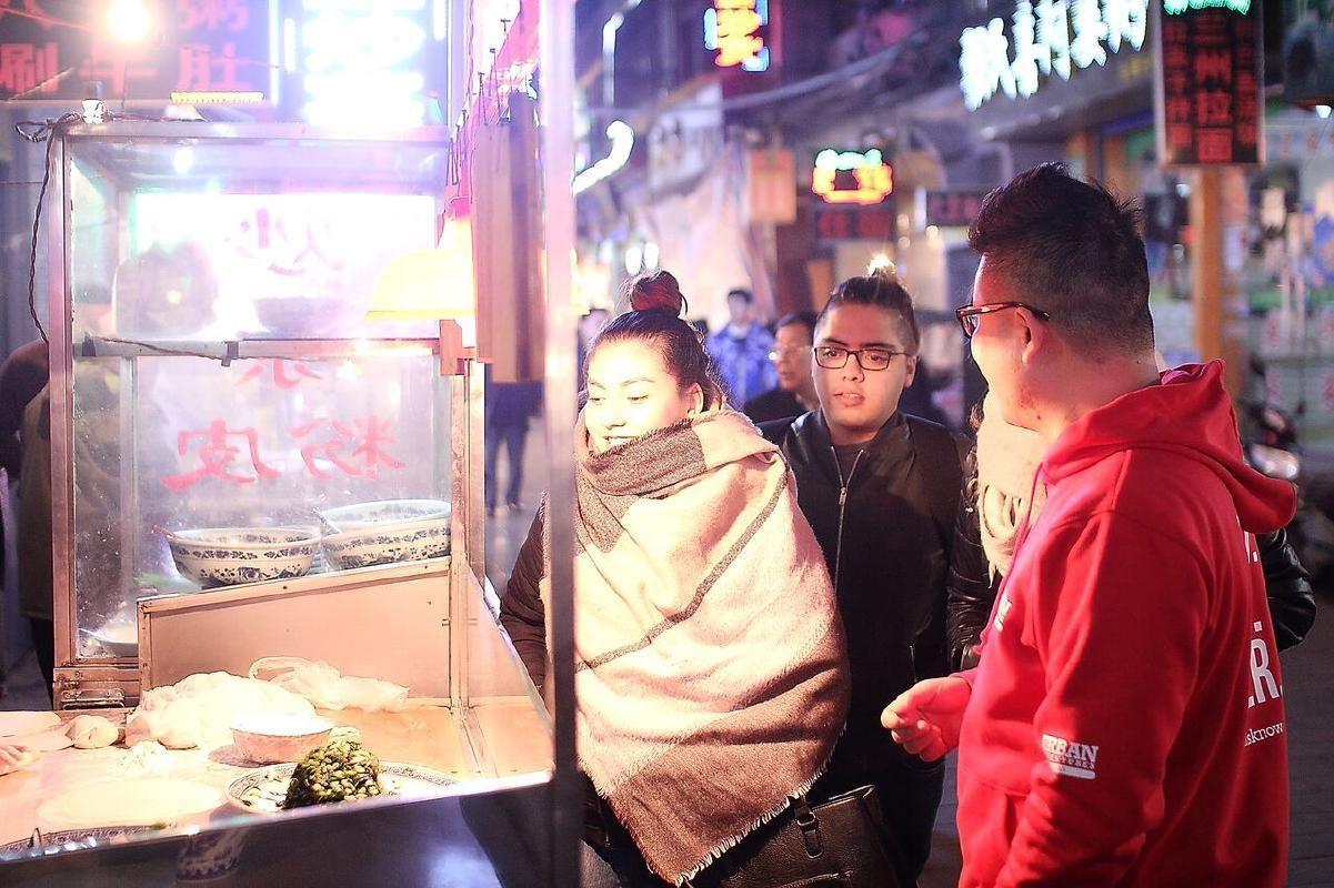 Xi'an Muslim Quarter Evening Food Tour with Defuxiang Bar Street Visit