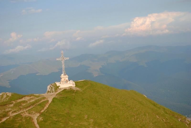 6-day trekking tour through the Bucegi Mountains