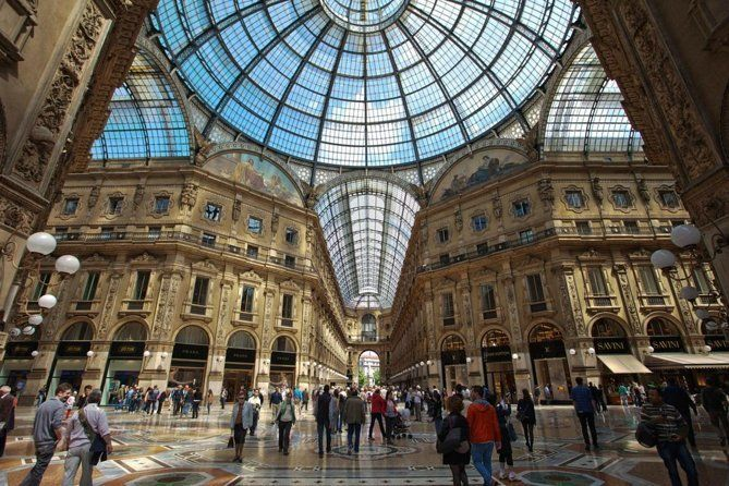 Private 4-Hour Walking Tour of Milan with private official tour guide