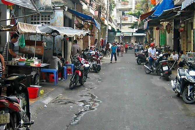 Small Group Guided Half Day Backstreet Walking Tour in Saigon