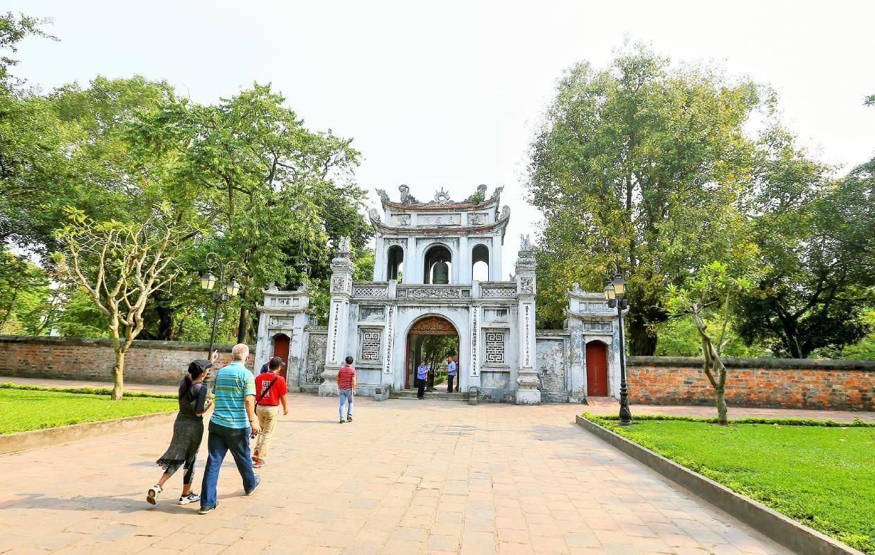 Hanoi Highlights Guided Morning Tour with Traditional Pho Lunch