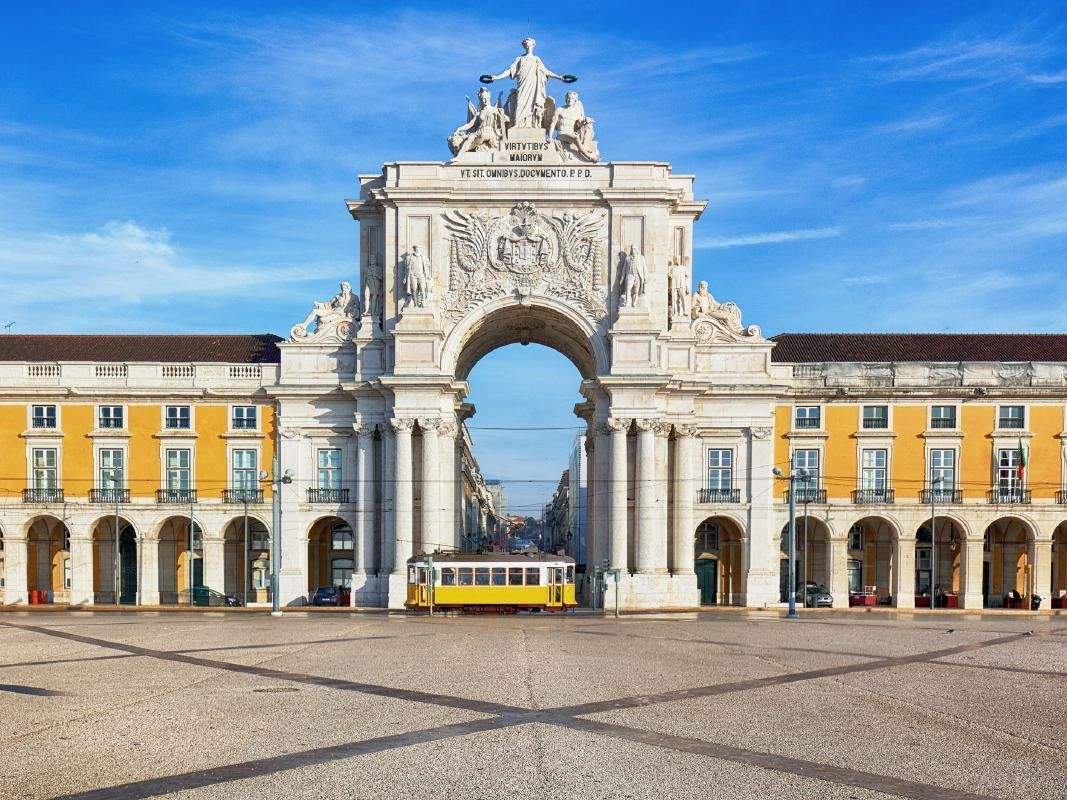 Lisbon and Arrabida Full-Day Private Tour with Food and Wine Tasting