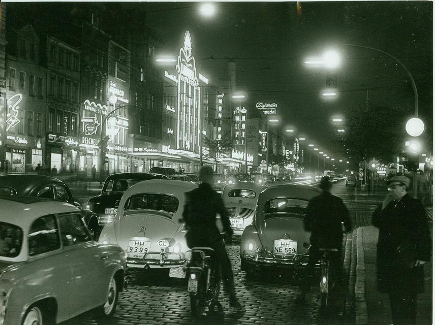 Hamburg: St. Pauli 2.5-Hour with the White Dandy