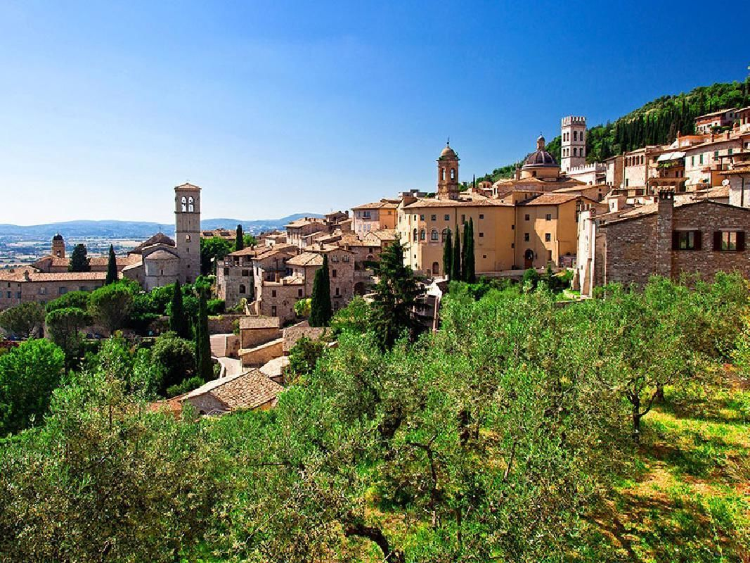 Assisi, Cortona and Perugia Day Tour from Siena
