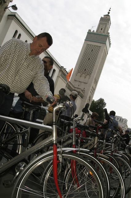 Unusual Paris 3-Hour Bike Tour South of the Seine
