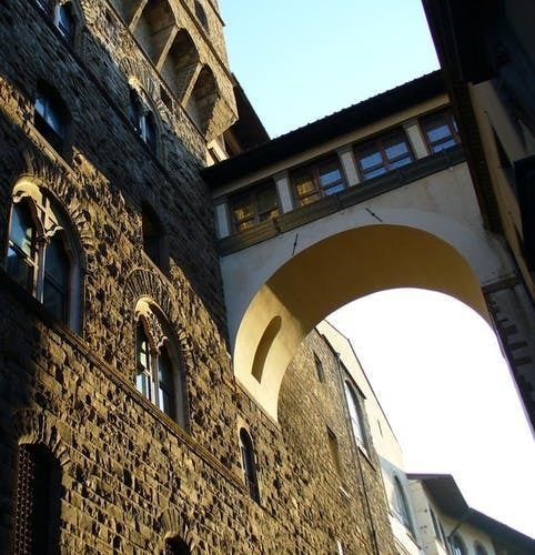 Florence tour discovering the Medici family and the Vasari Corridor