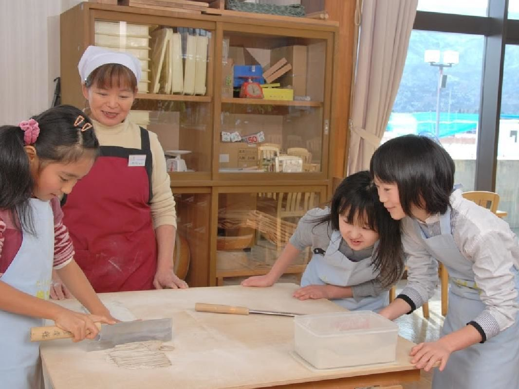 Buckwheat Flour Soba Noodle Making Experience in Minakami