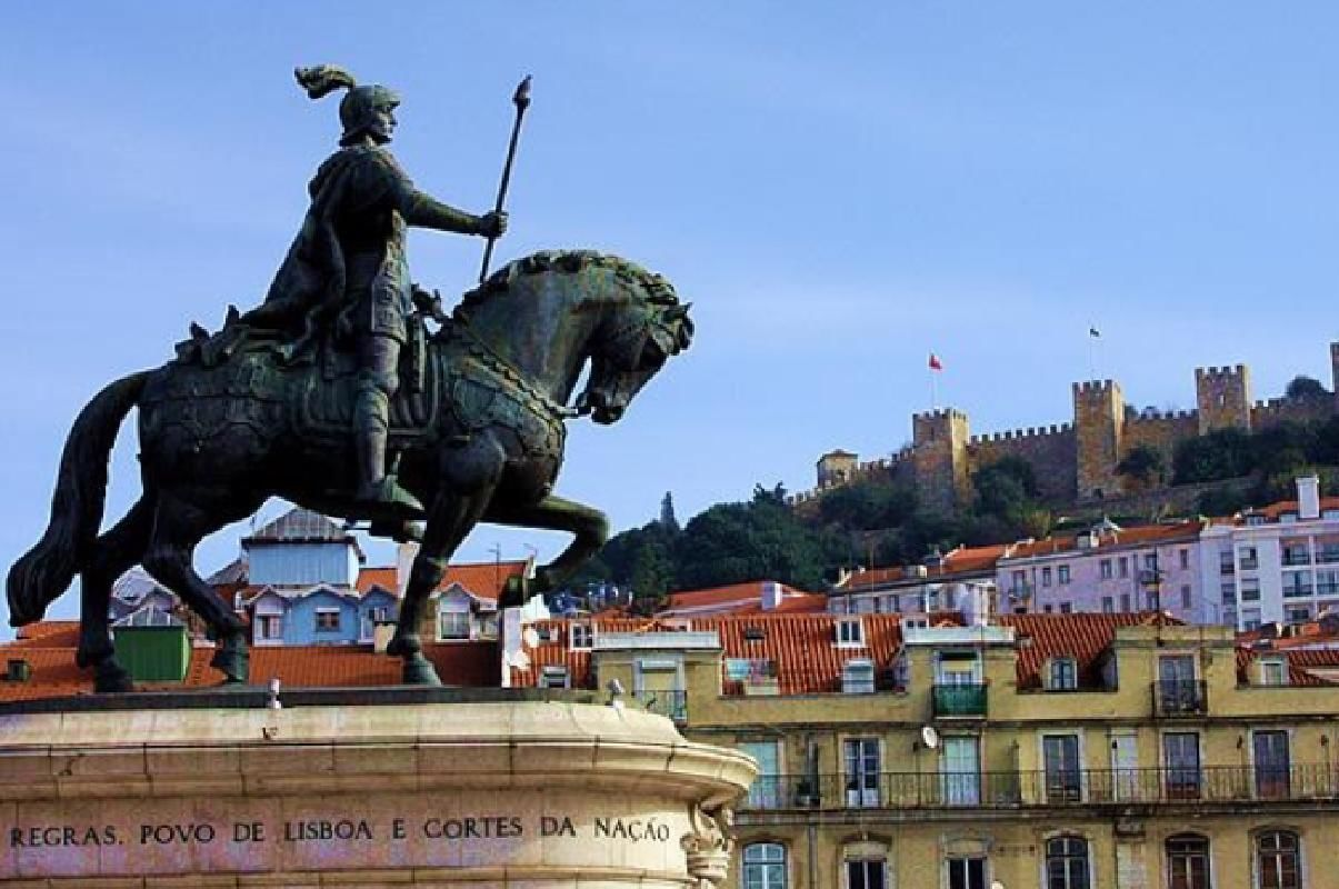 Lisbon and Obidos Full-Day Private Tour with Food and Wine Tastings