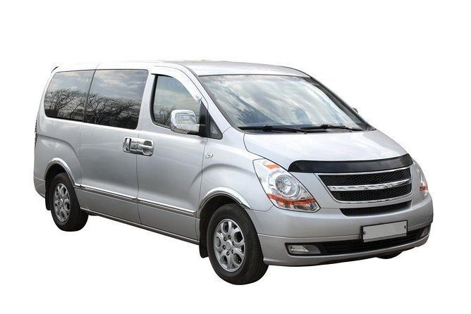 Transfer in Private Minivan from Mariscal Sucre Airport (UIO) to Quito City