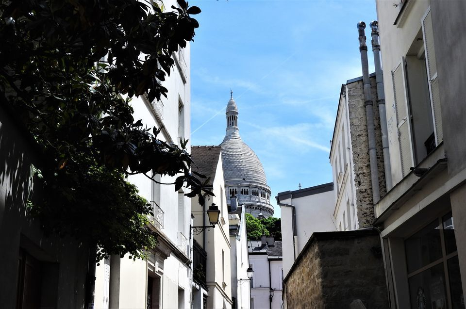 Montmartre: In the Footsteps of Amélie Tour with a Snack
