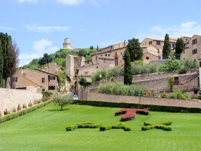Assisi and Cortona Full-Day Guided Tour from Florence
