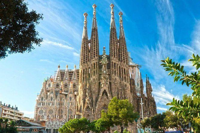 Skip the Line: Park Guell and La Sagrada Familia Guided Tour