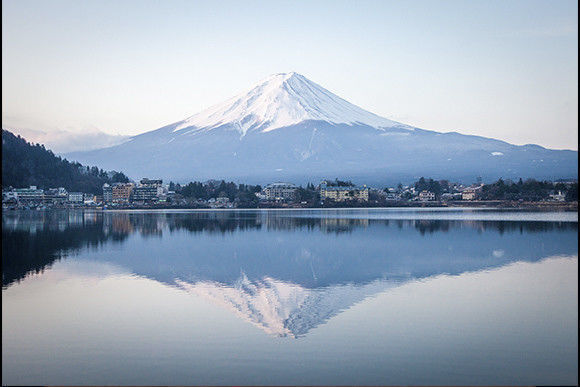 Enjoy Lake Kawaguchi in a Canadian canoe near Mt. Fuji!