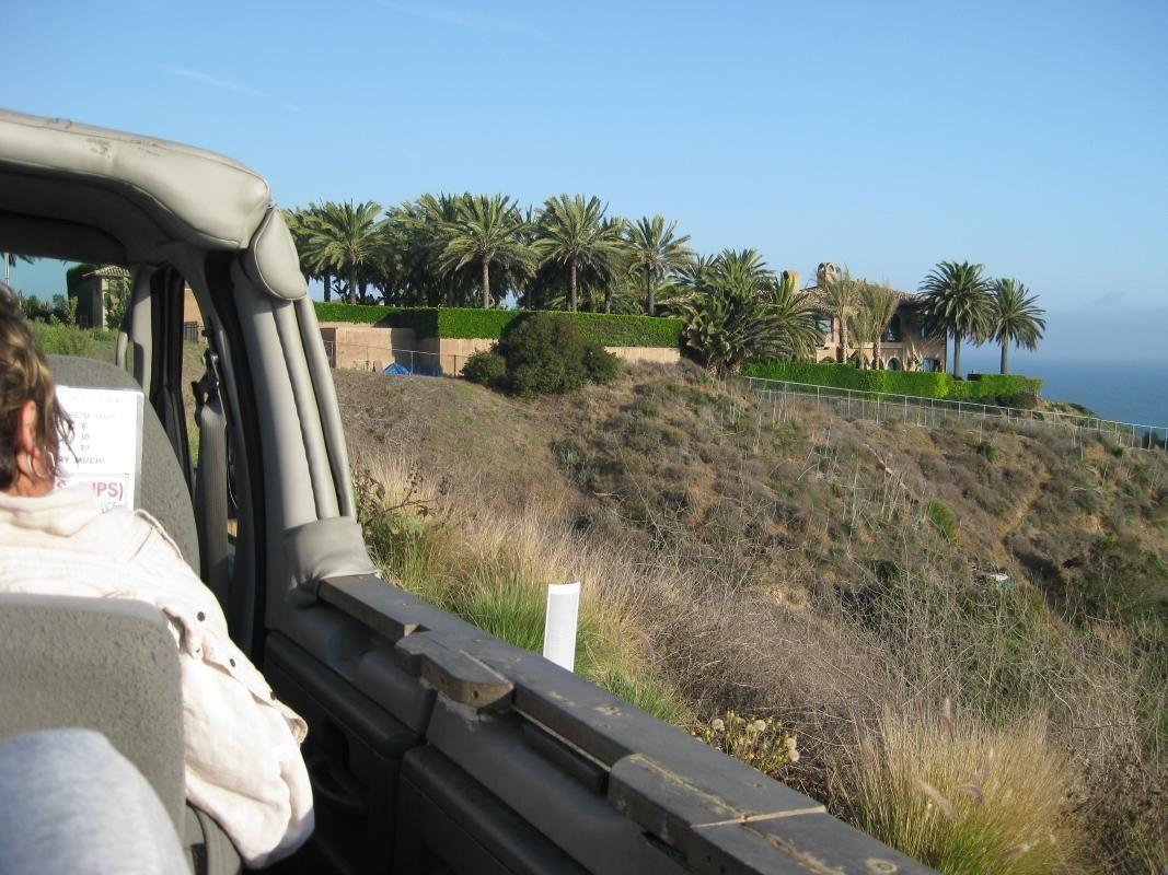Malibu Beach & Movie Stars' Neighborhood Tour by Minibus