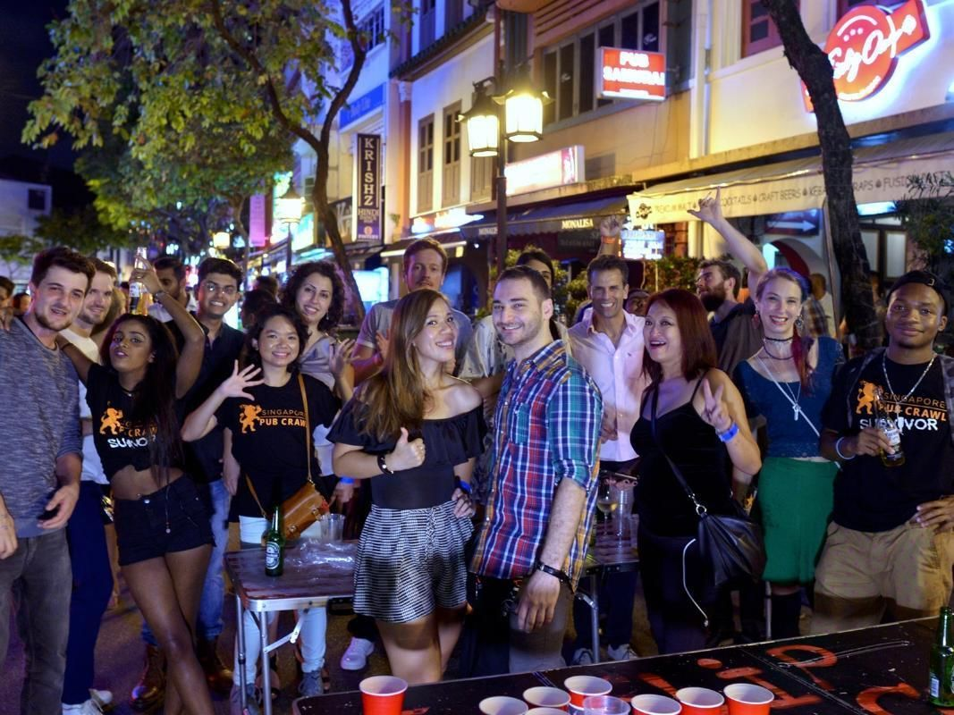 Singapore Pub Crawl at Local Pubs and Club with Drinks