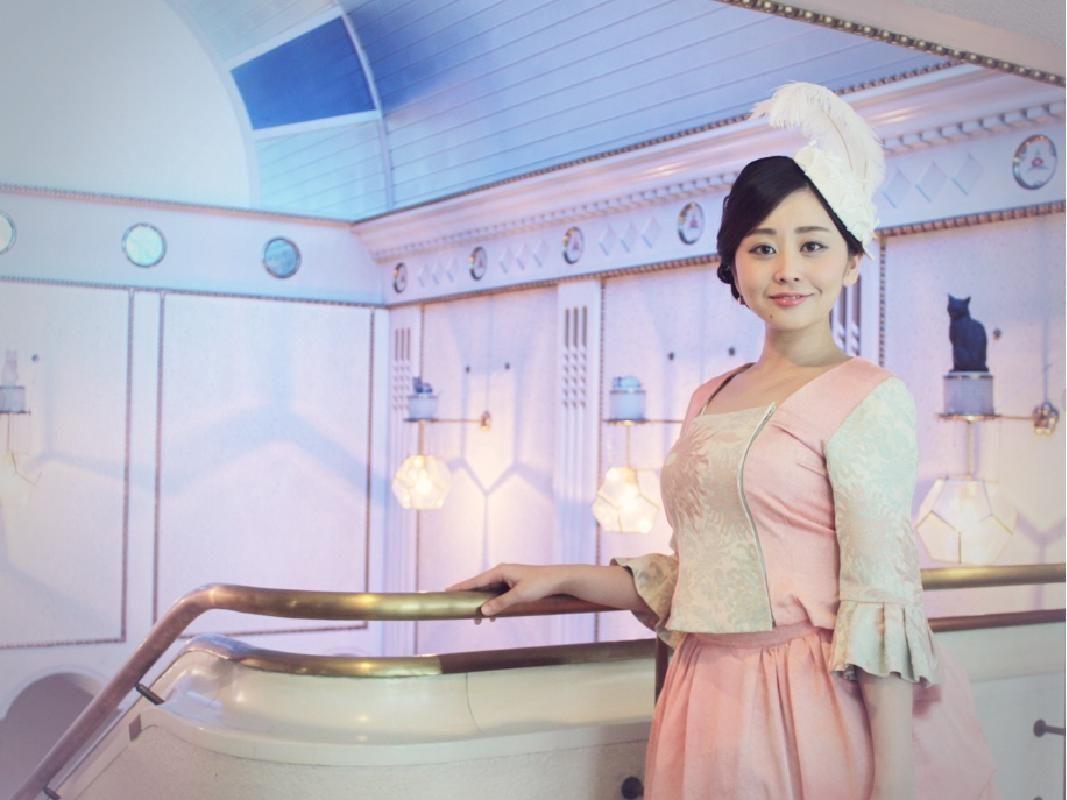 Classic Kimono Bustle Dress Photo Shoot Experience in Yokohama