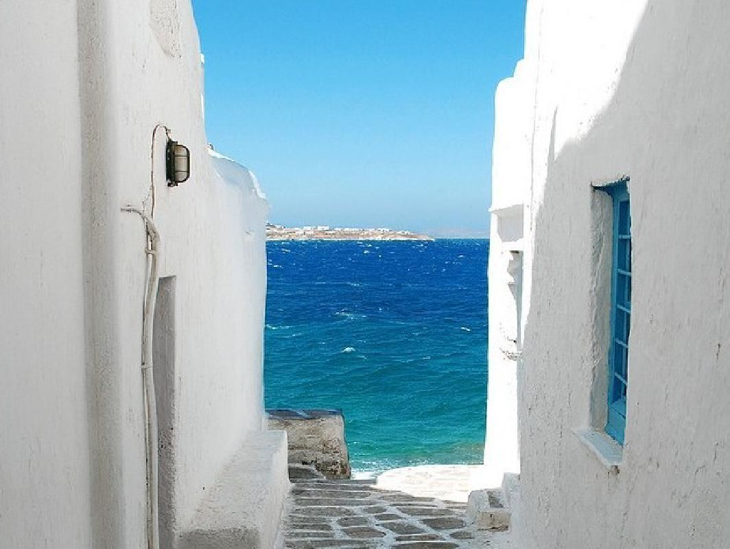 Santorini 4-Day Stay from Athens with Accommodations