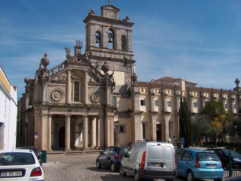 Private excursion Lisbon - Évora & Estremoz 9h