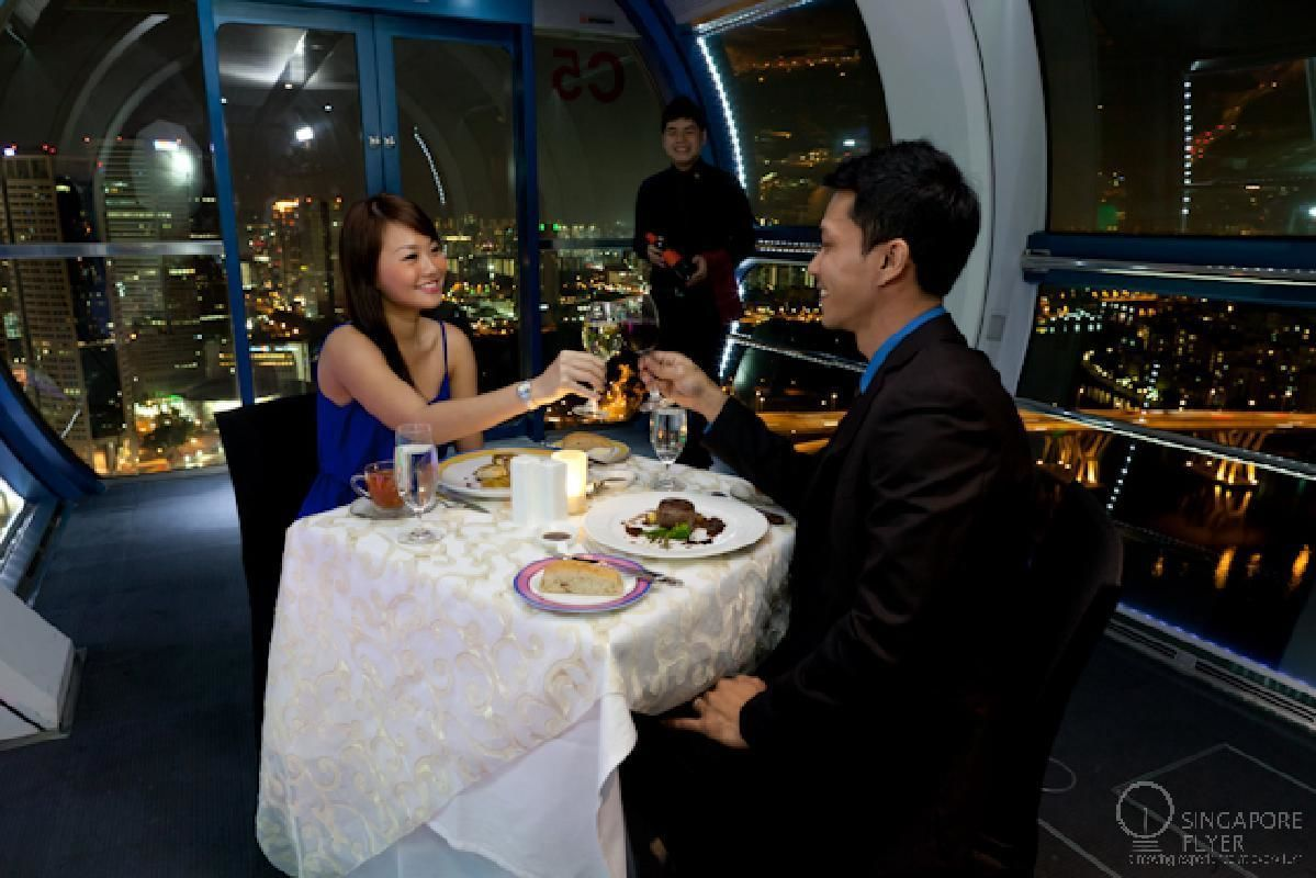 private singapore flyer sky dining capsule - 640×380