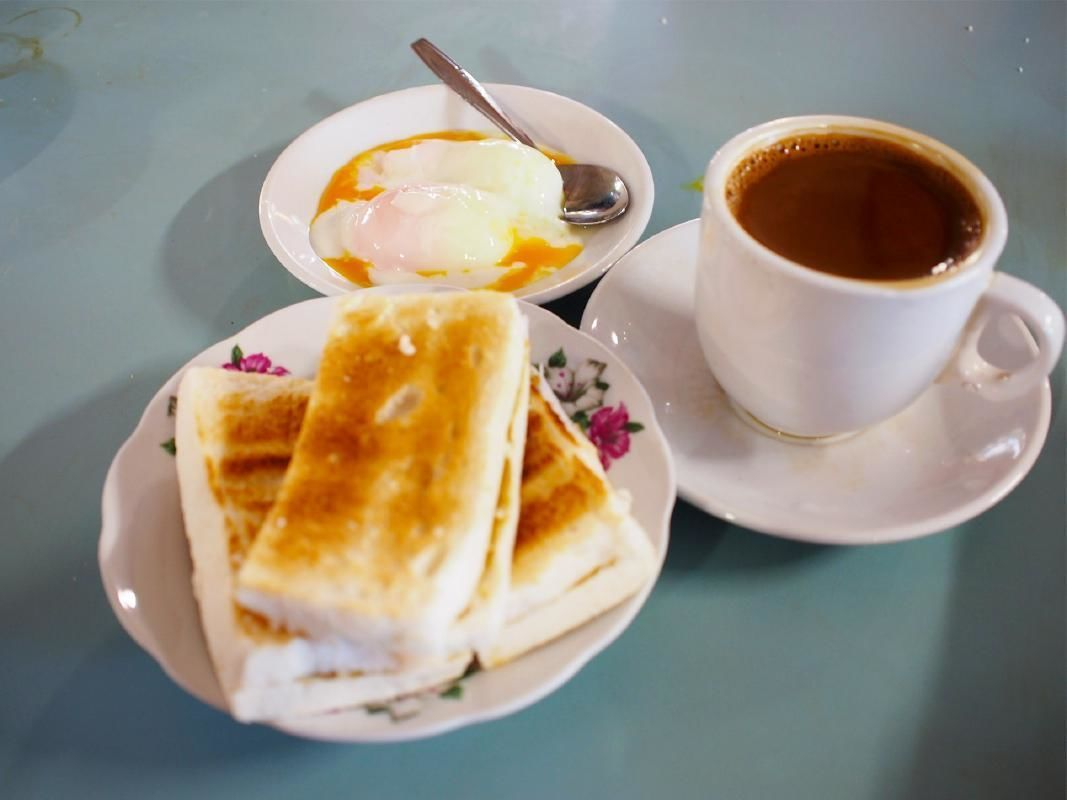 Guided Morning Walking Tour of Singapore Chinatown with Breakfast