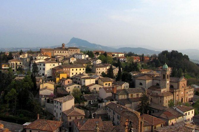 Day trip from Rimini to Verucchio and Santarcangelo with lunch
