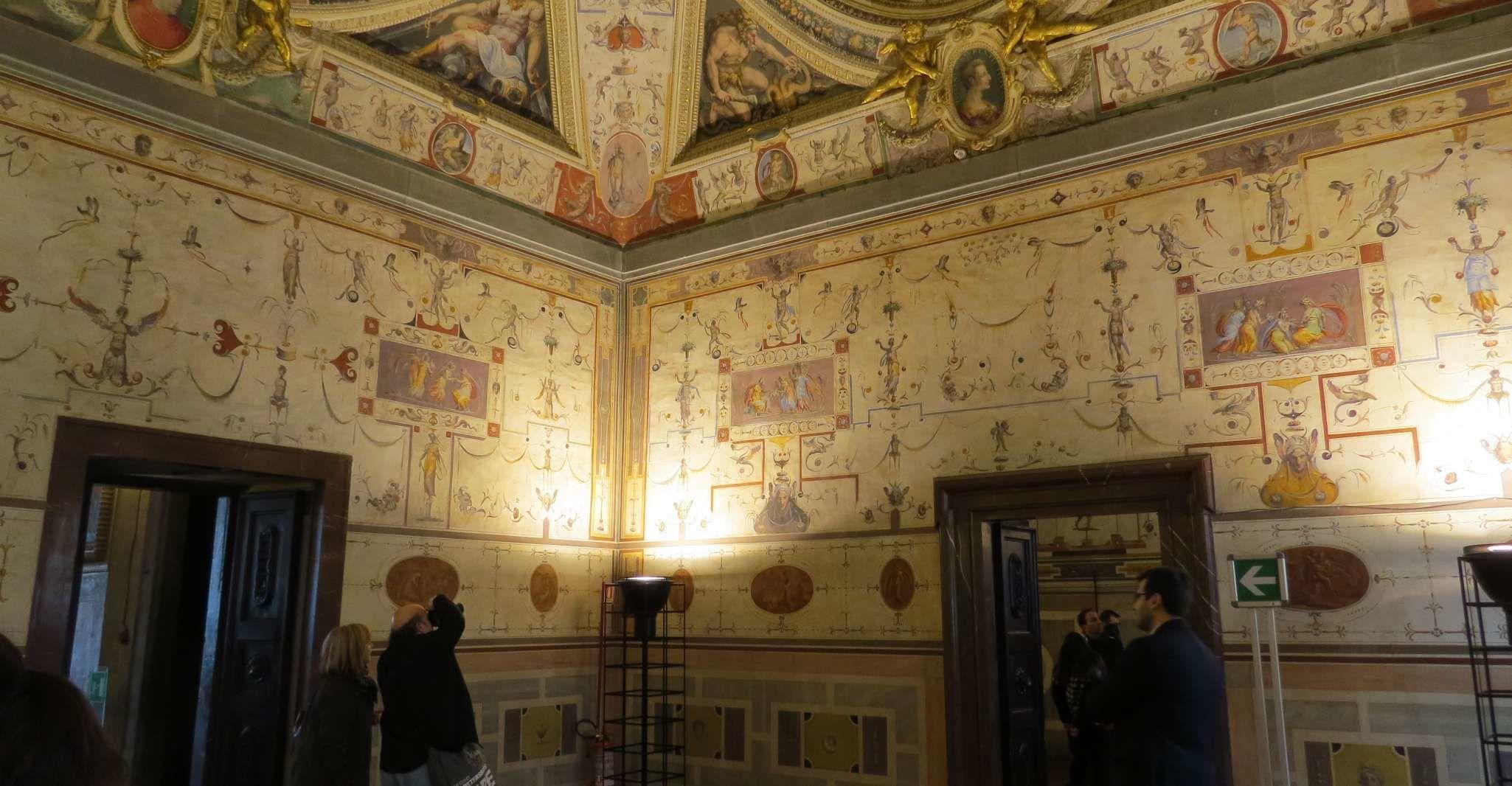 Florence: Palazzo Vecchio Audioguide Tour & Guided City Tour