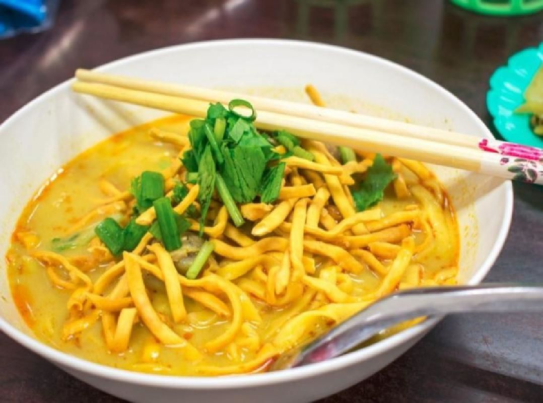 Chiang Mai Food Tour with Wat Sri Suphan Temple and Warorot Market Visit