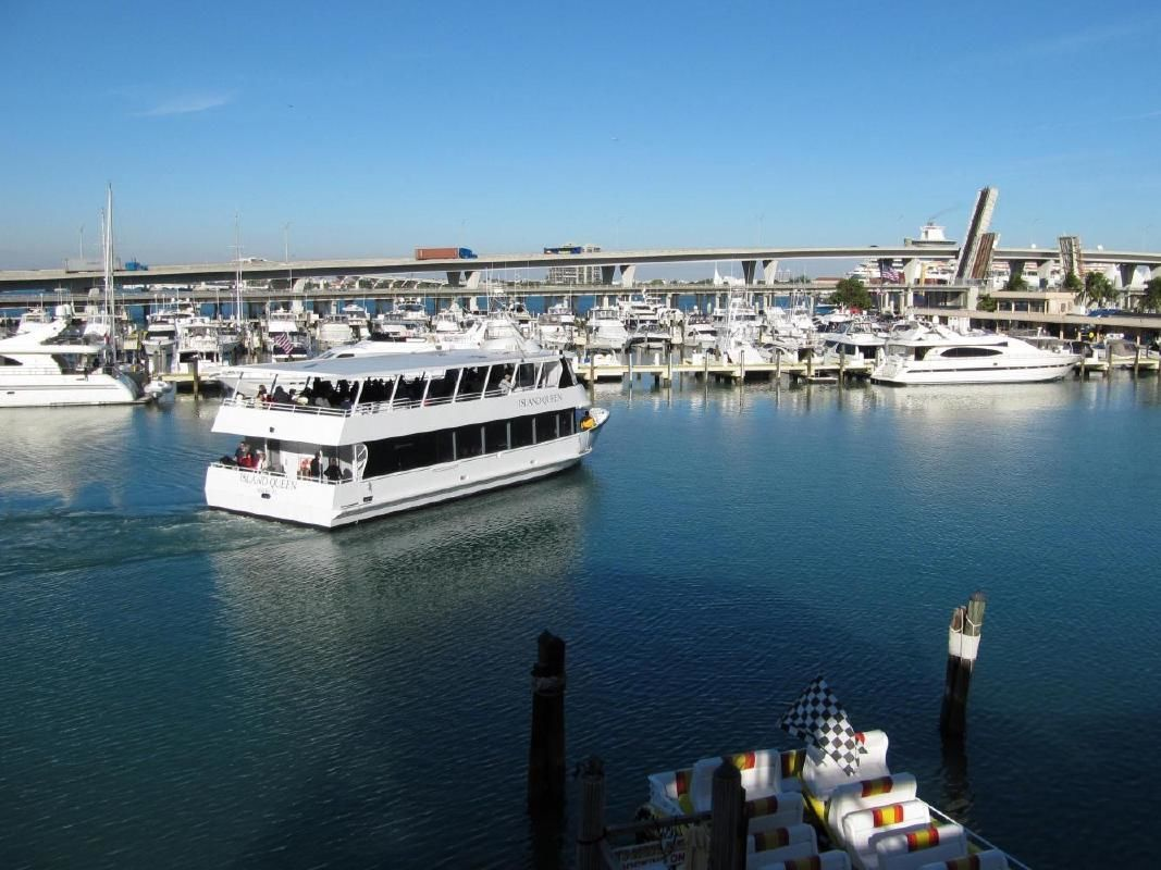 Miami City Double Decker Bus Sightseeing & Biscayne Bay Boat Tour