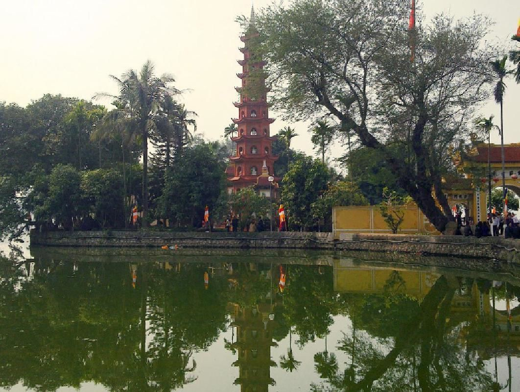 Private Cultural Hanoi Tour with Green Car Ride and Water Puppet Show