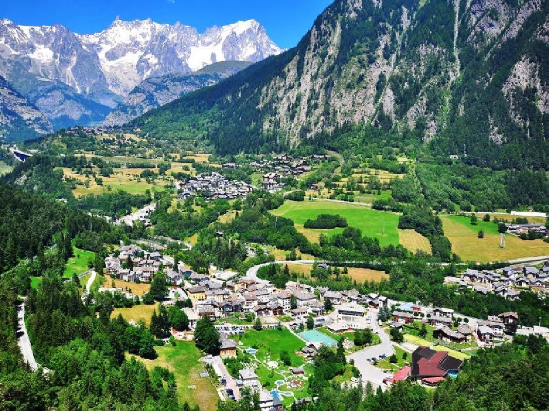 Mont Blanc and Fenis Castle Private Tour from Milan with Lunch