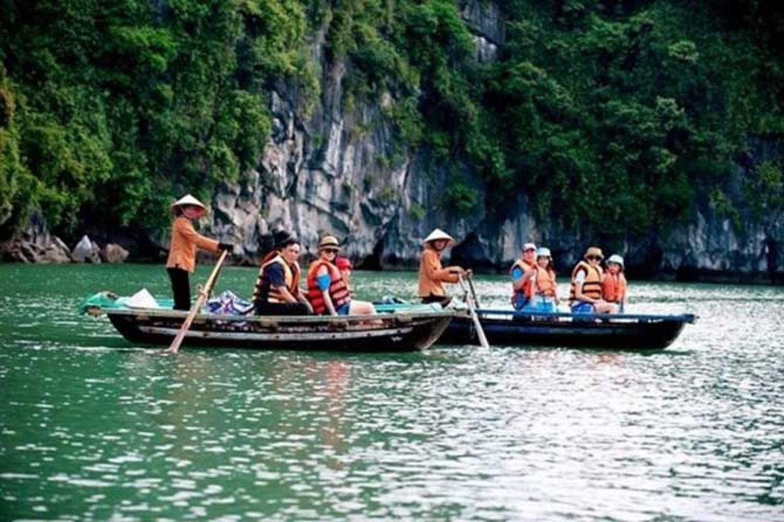 Ha Long Bay Cruise day trip with SEAFOOD Lunch & Kayaking from Hanoi