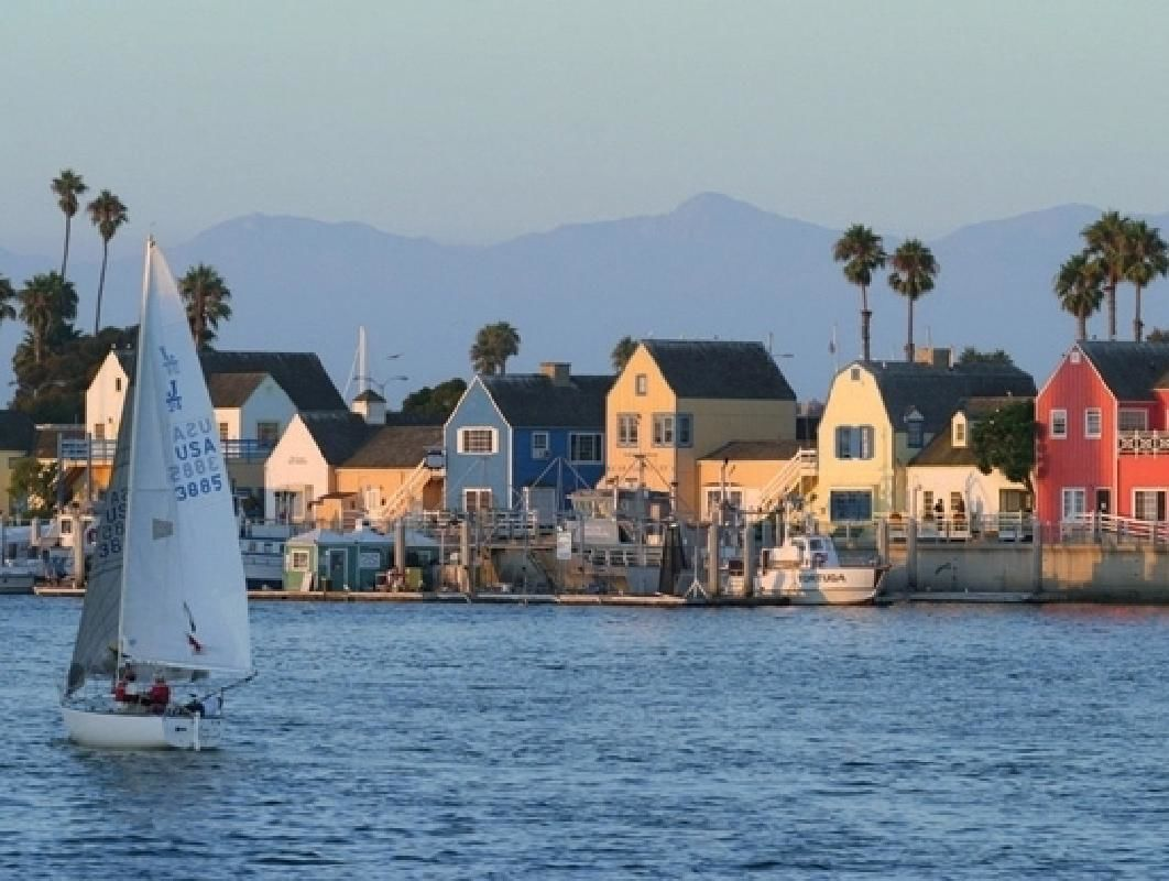 Marina del Rey 4-Course Dinner Cruise on a Luxury Yacht