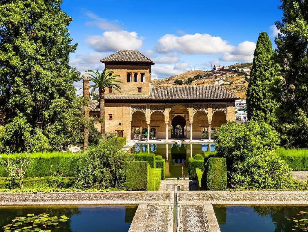 Alhambra Guided Tour with Arabian Hammam Experience from Granada