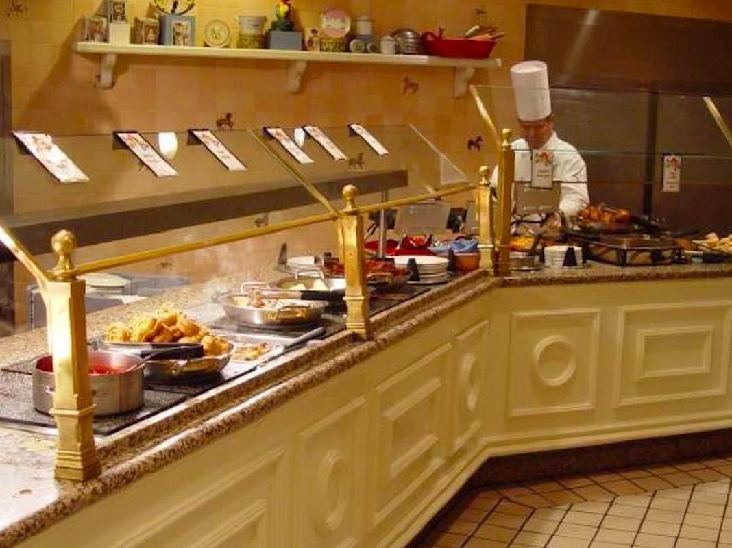 1900 Park Fare Disney Character Breakfast & Limousine Ride