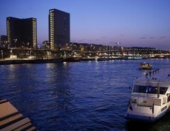 Skip-the-Line: Eiffel Tower plus city tour of Paris and boat tour