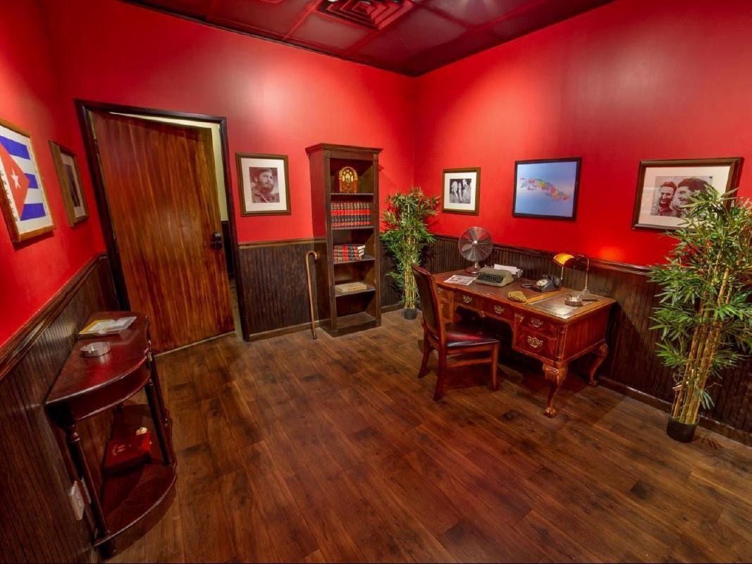 ESCAPOLOGY Escape Room Mystery Adventure