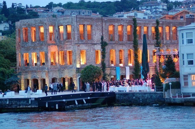 Bosporus by night - evening boat tour with dinner