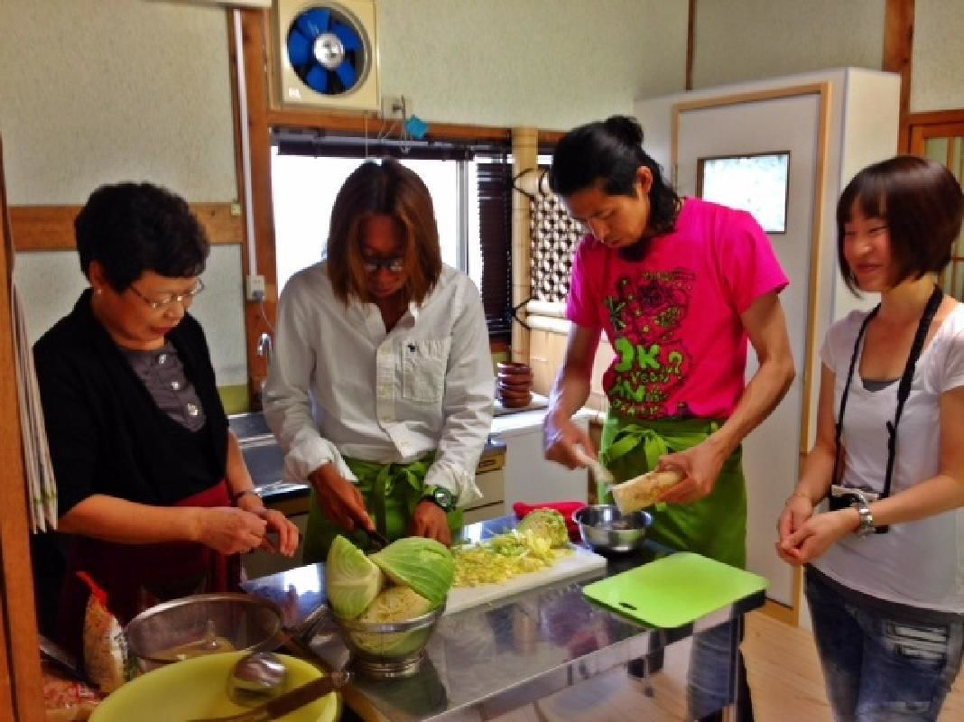 Casual Japanese Cooking Class with English Guide in Osaka