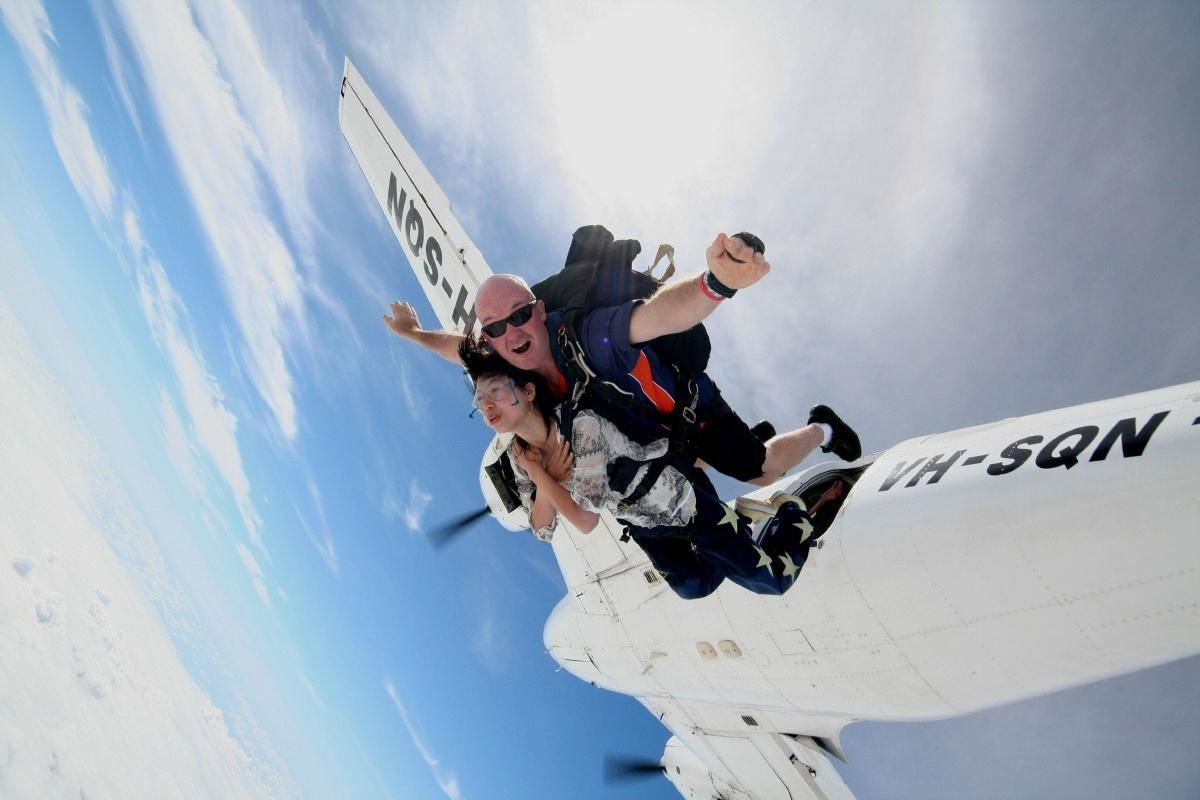 St Kilda Sky Diving at 4000 Meters from Melbourne