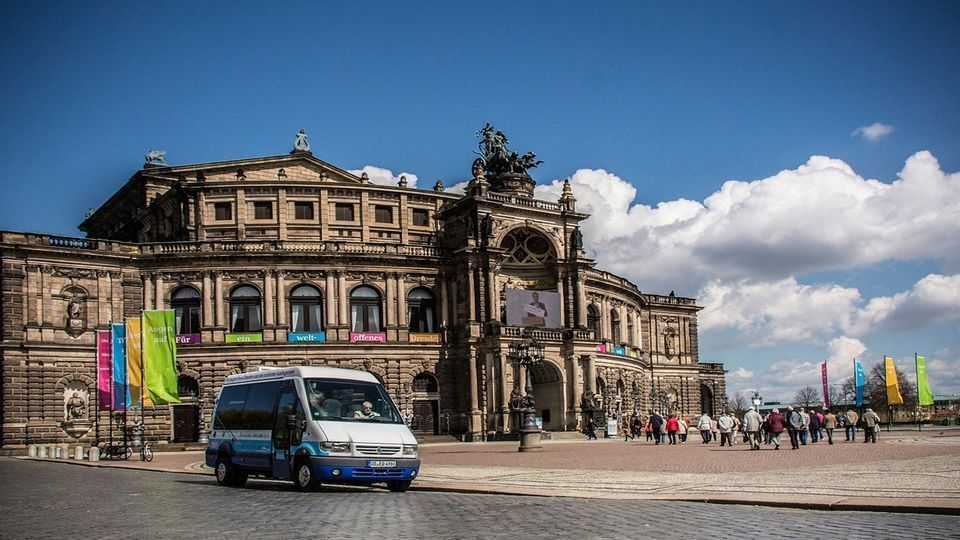 Dresden: Guided Humorous City Tour