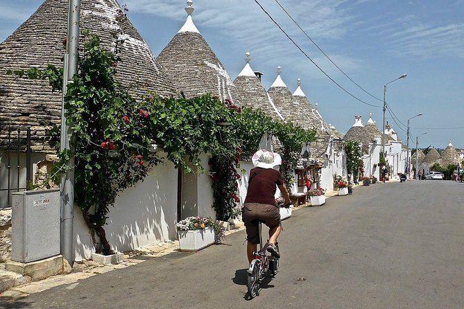 "Guided tour ""Love stories of Alberobello"""
