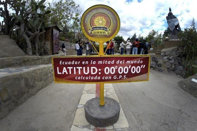 Equator Line and Pululahua Crater - Half Day Tour
