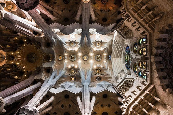 Sagrada Familia: Skip-the-line guided tour