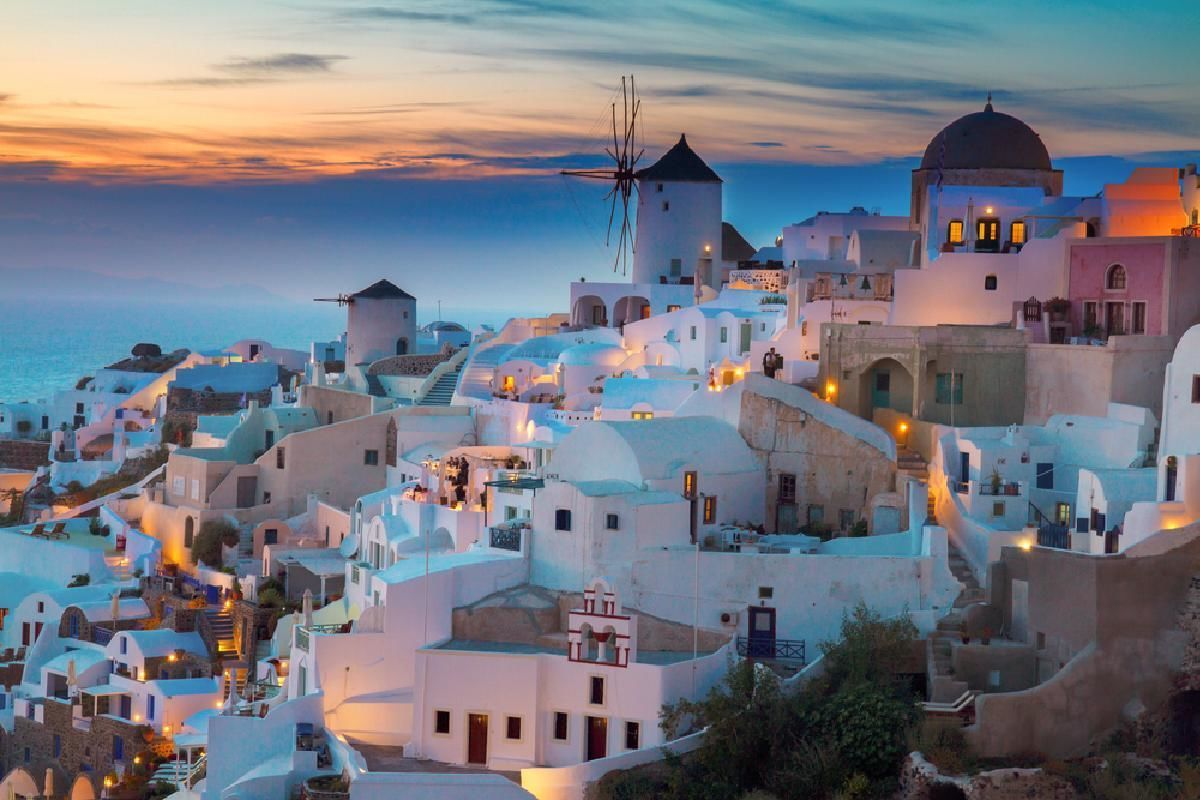 Mykonos and Santorini 7-Day Trip from Athens with Hotel and Ferry Transfers