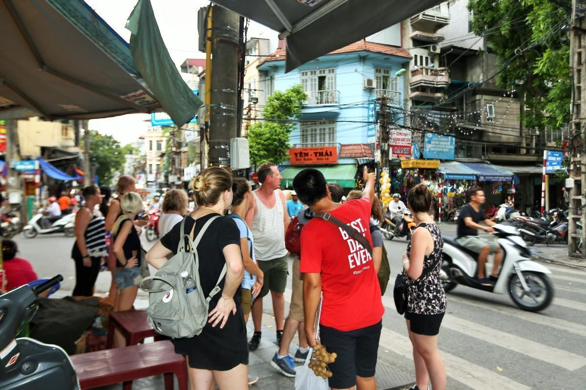 Hanoi Street Food Tour by Night with Old Quarter Market Visit