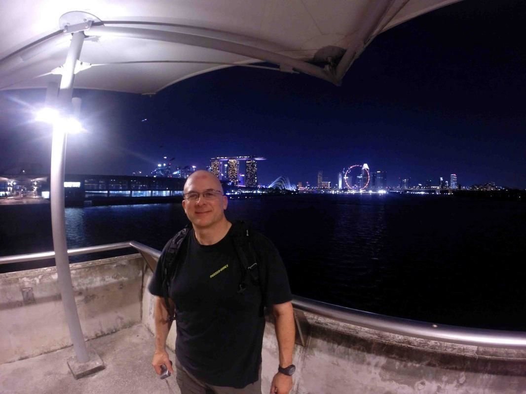 Evening Singapore Highlights Bike Tour with Marina Bay Lights and Water Show