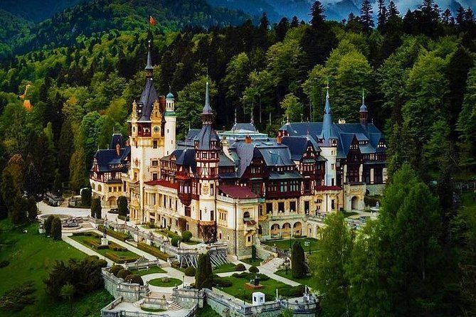 Private Tour to Dracula's Castle,Brasov and Peles Castle from Bucharest 1-4Seat