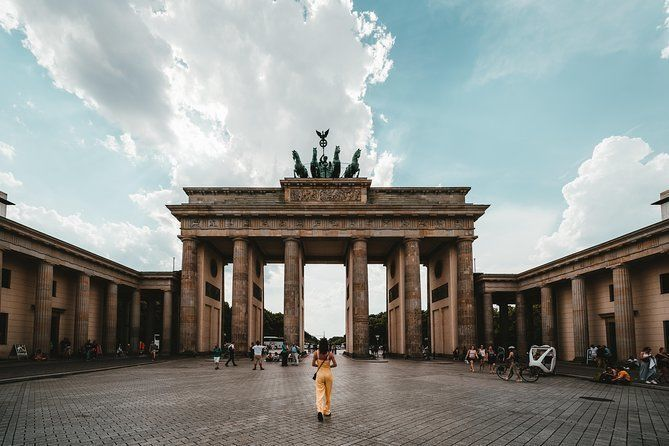 Private Transfer from Munich to Berlin with 2h of Sightseeing