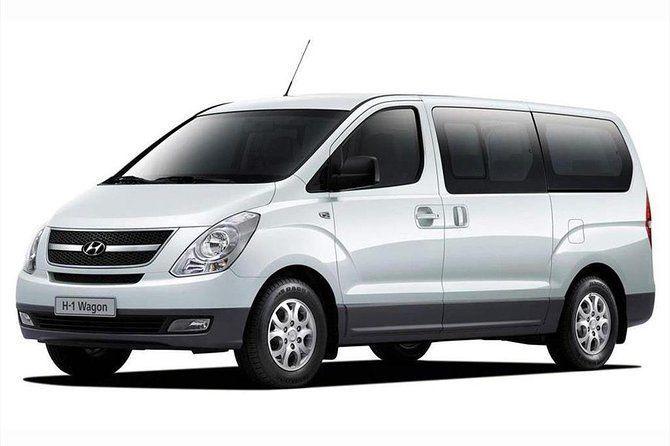Departure Private Transfer: Quito City to Quito Airport (UIO) in a Minivan