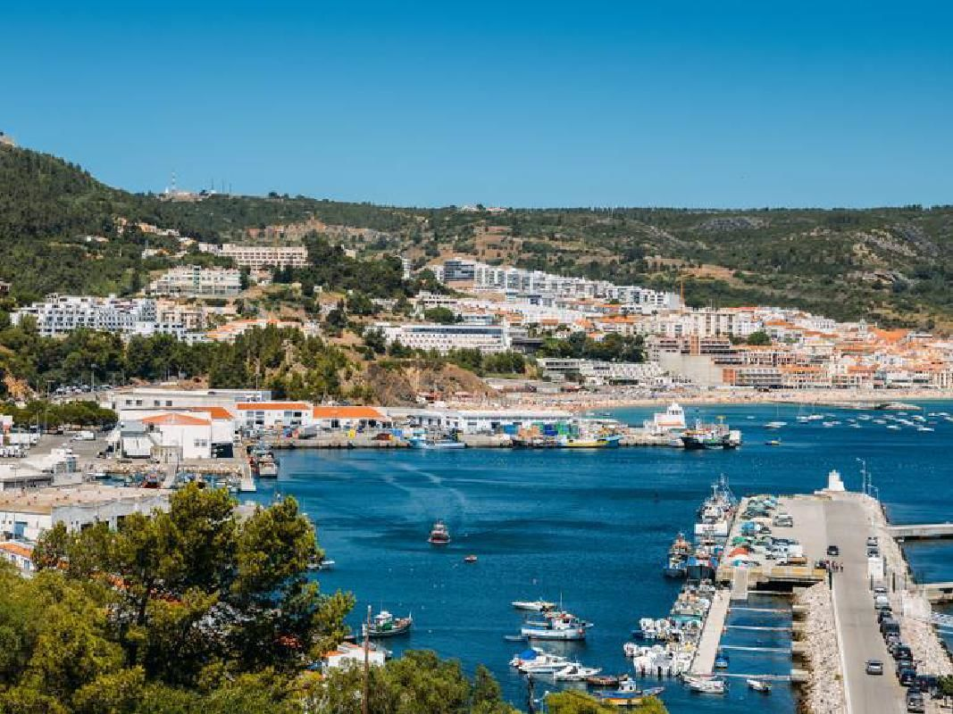 Arrabida and Sesimbra Excursion from Lisbon with Port Wine Tasting